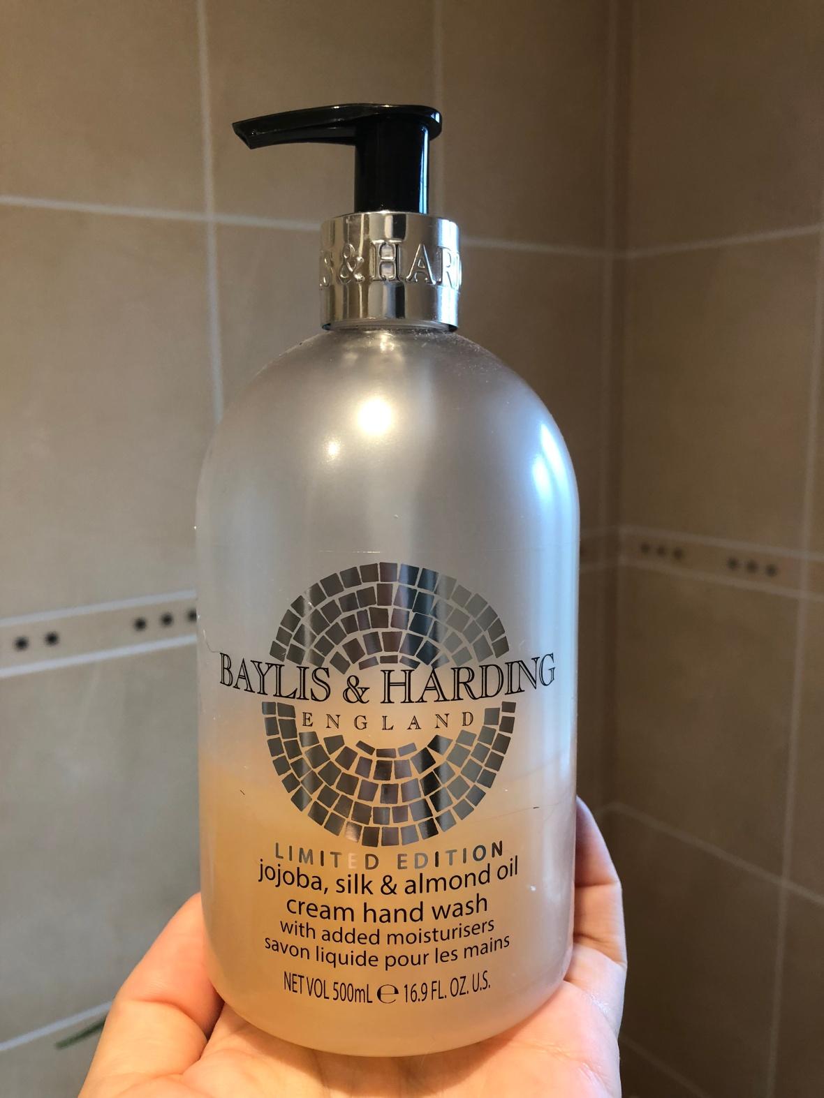 Baylis & Harding Jojoba, Silk & Almond Oil cream hand wash